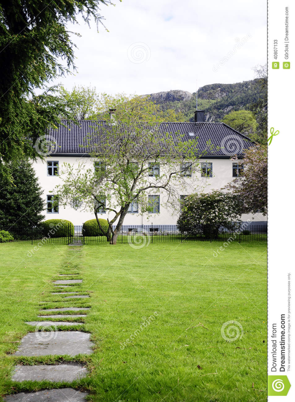 Guest House  Pension From Romania  Busteni Mountain Range Royalty