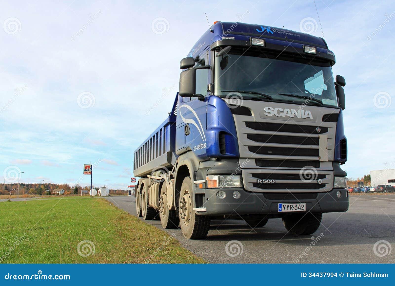 Scania bleu Tipper Truck sur un parking