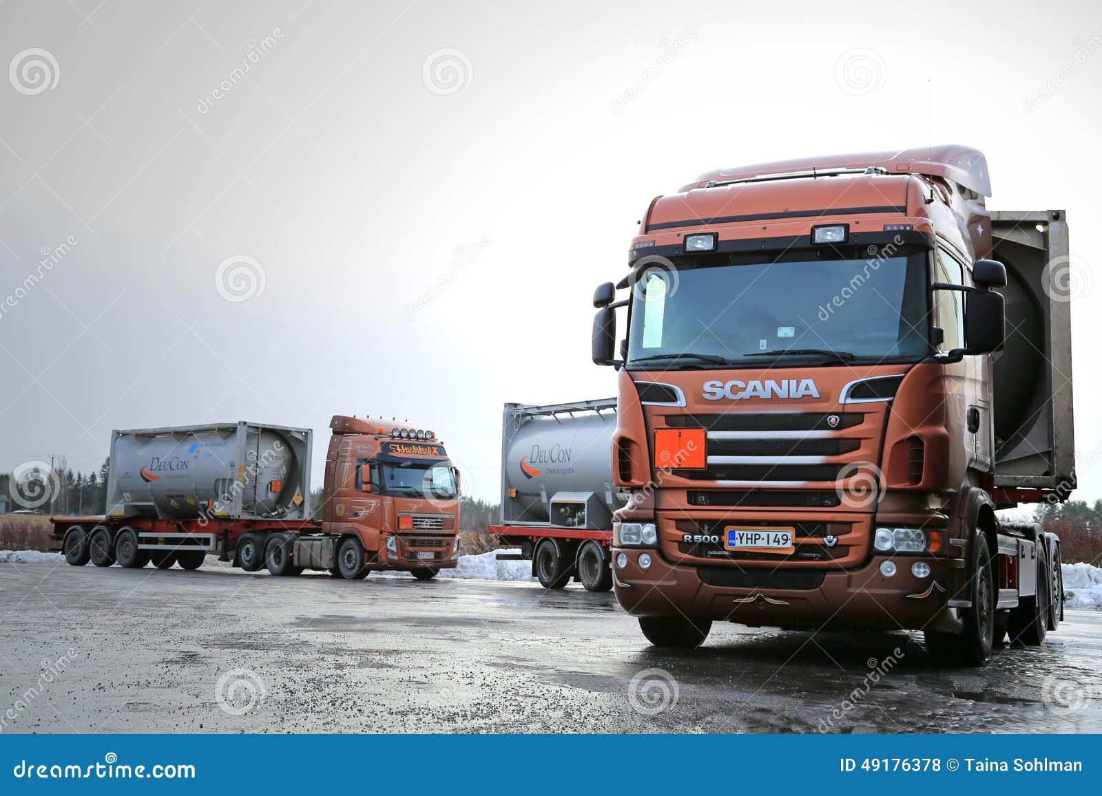 Scania R500 e bens inflamáveis do transporte dos caminhões de tanque de Volvo FH