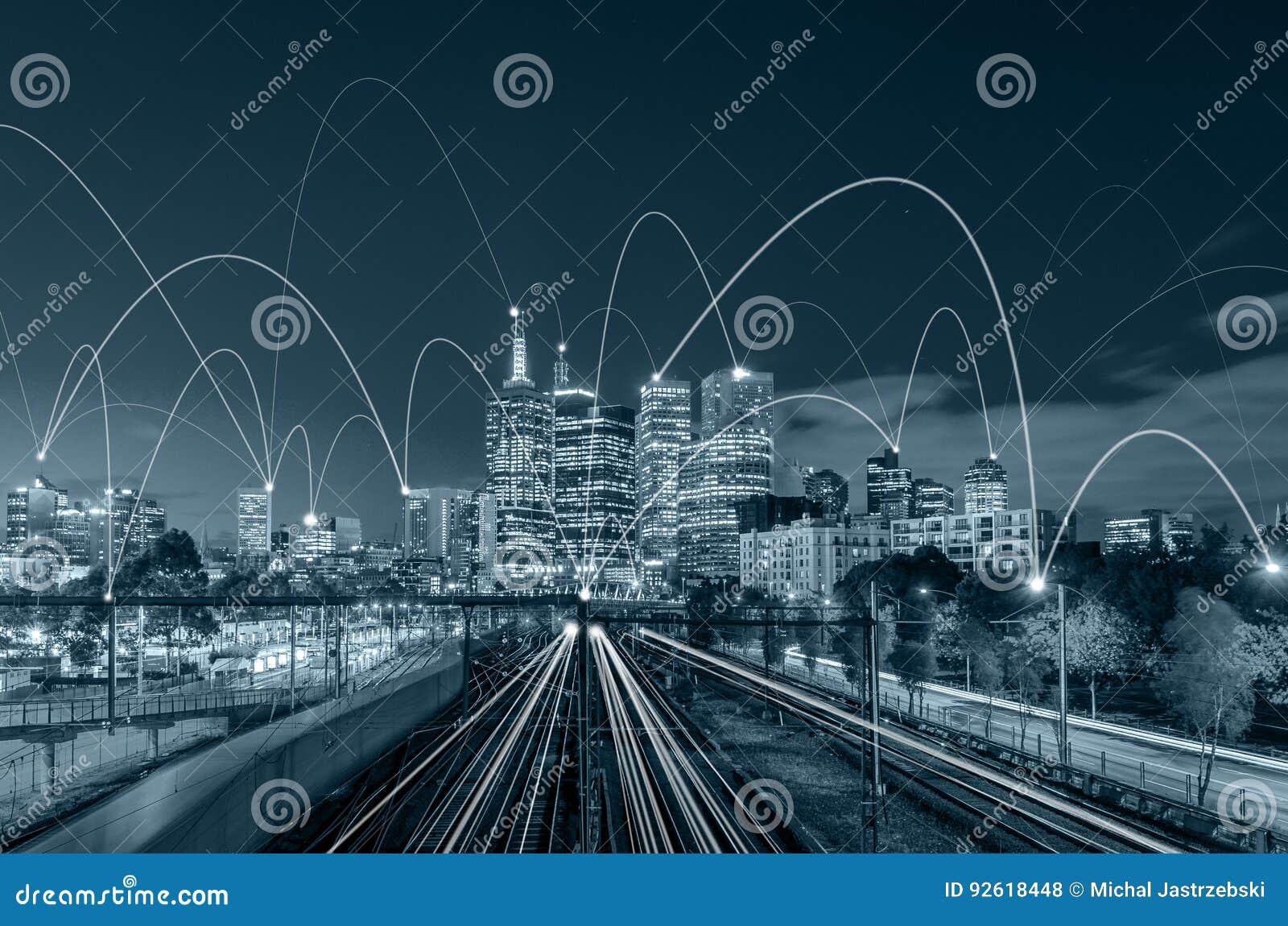 Scape da cidade do tom e conceito azuis da conexão de rede