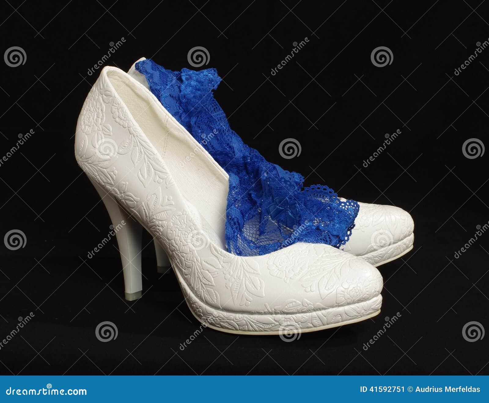 Scarpe Sposa Giarre.Ri5e1a6d5 Le Scarpe E Giarrettiera Della Sposa Fotografia Stock