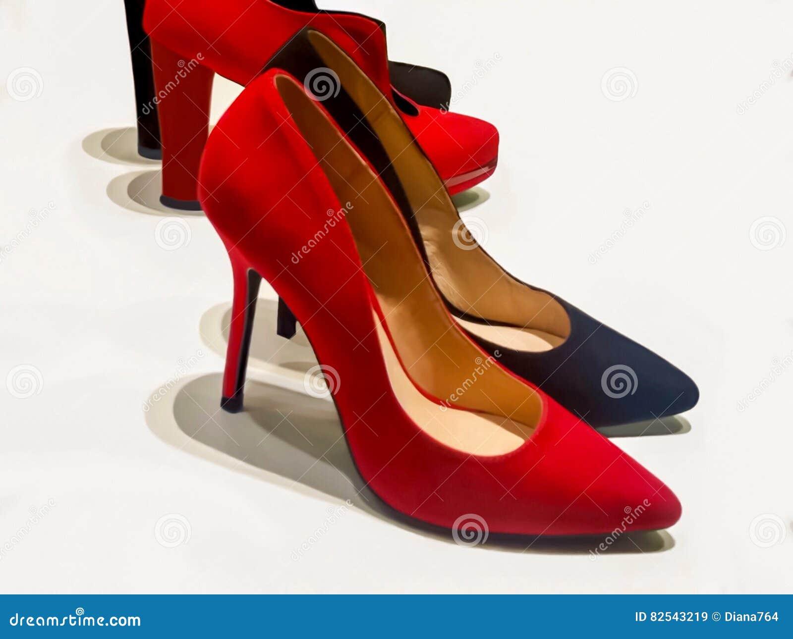 buy online 79fa1 06408 Scarpe Rosse E Nere Della Donna Del Tacco Alto Immagine ...