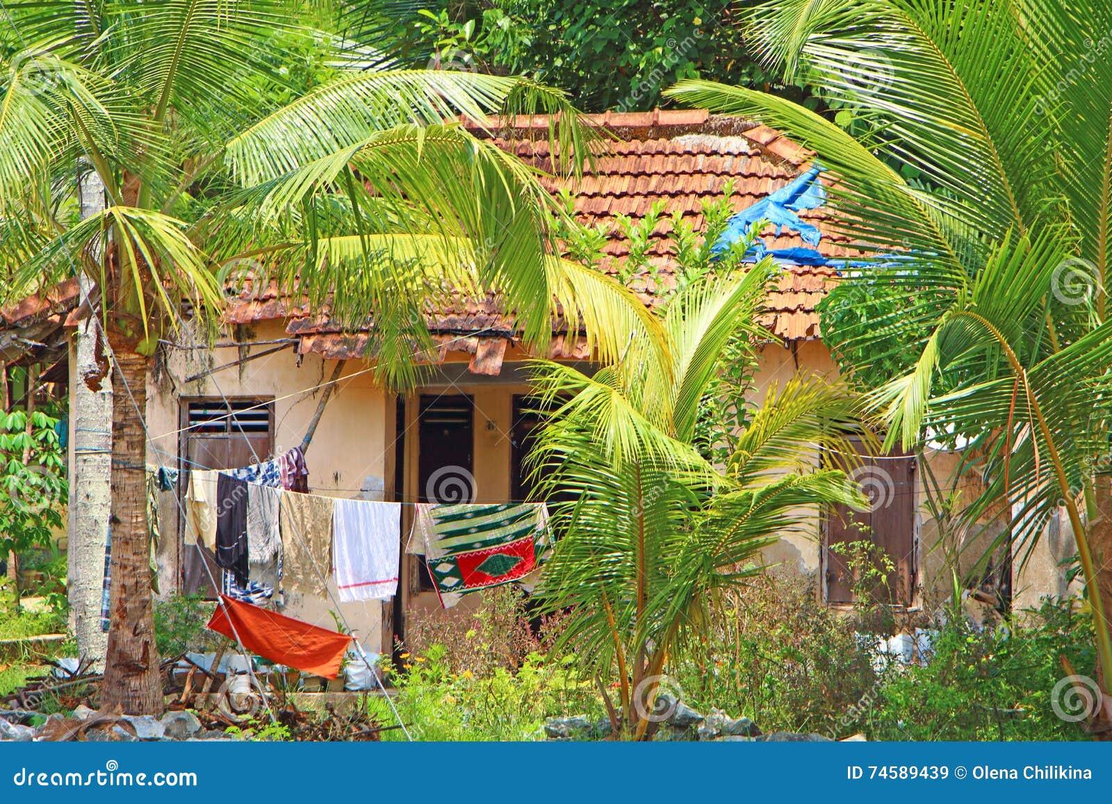 Scarsa casa capanna l 39 india del sud immagine stock for Casa colonica vivente del sud