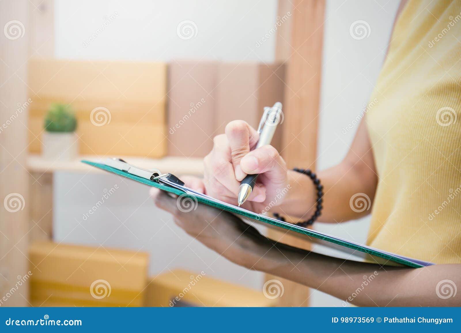 Scatola d imballaggio di vendita online e consegna, concetto della PMI