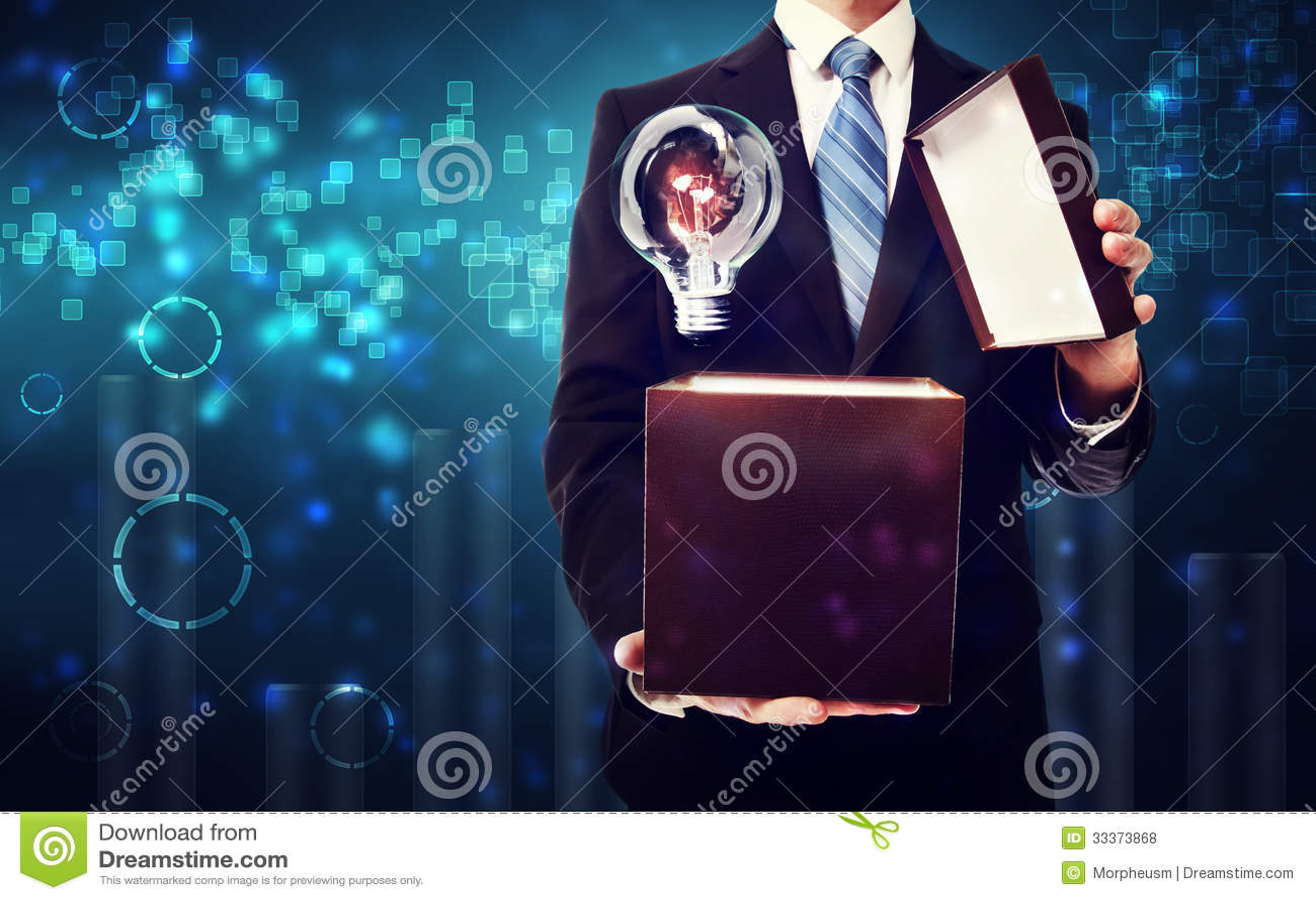 Scatola di apertura dell uomo di affari in pieno delle idee