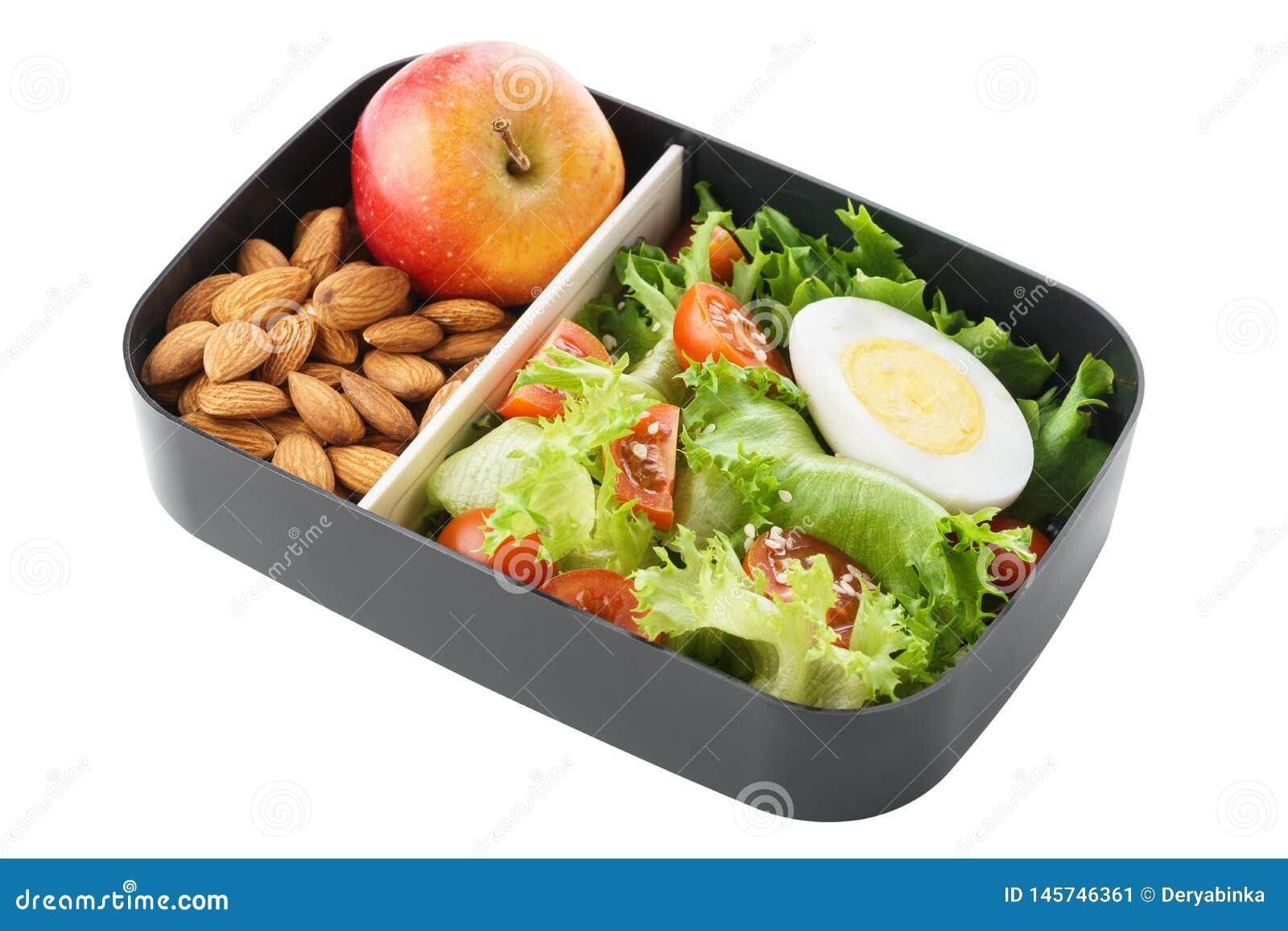 Scatola di pranzo vegetariana sana con insalata, i dadi e la mela isolato