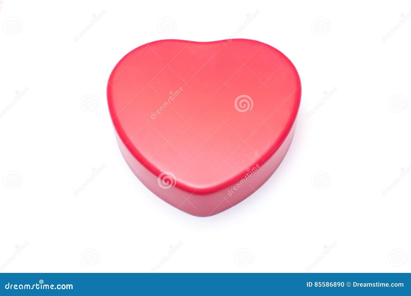 Scatola rossa di forma del cuore isolata