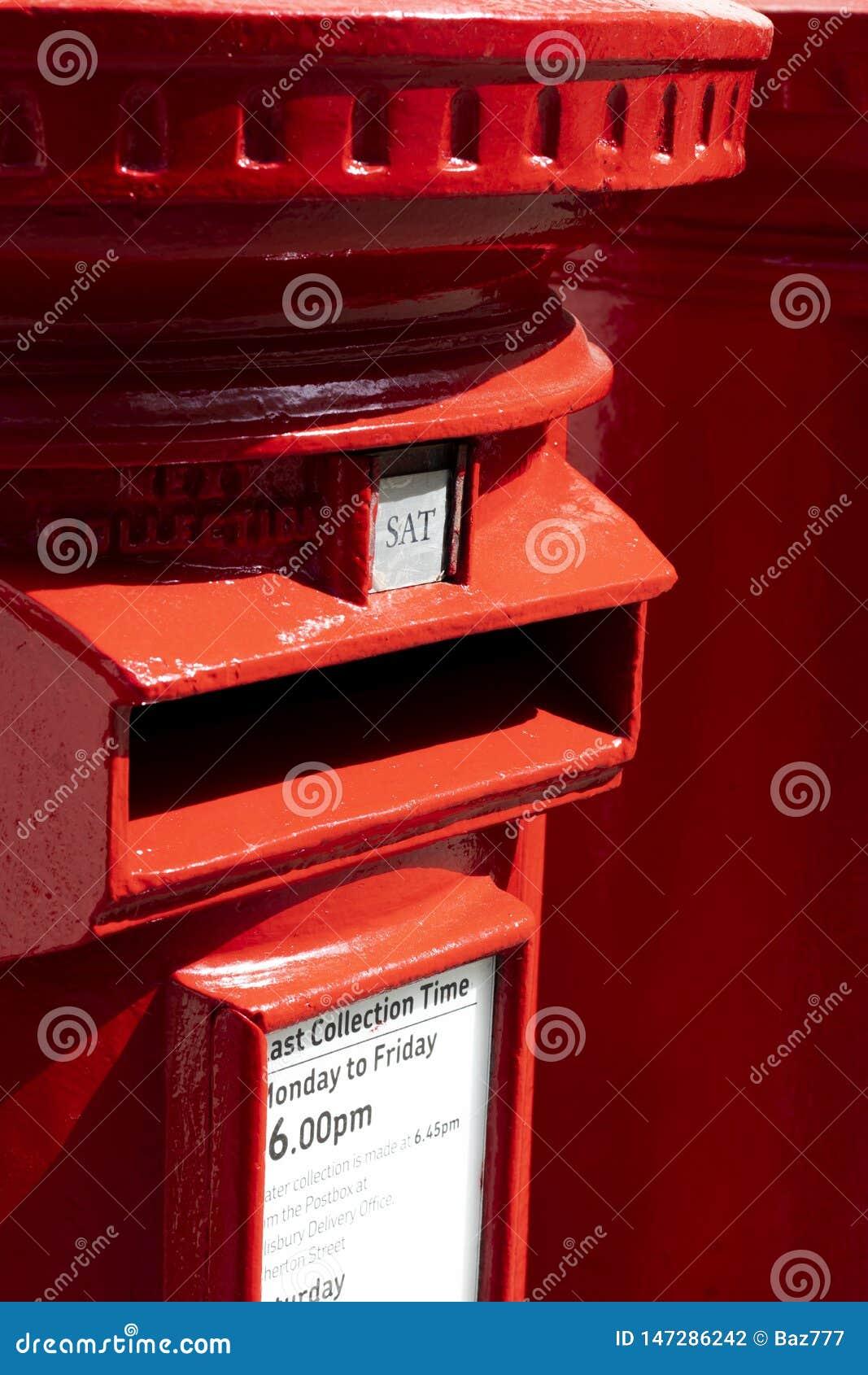 Scatole di colonna rosse