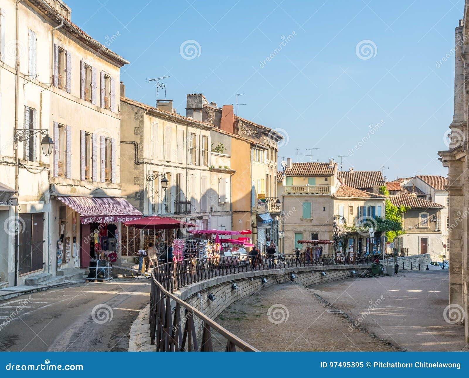 Scena della città in Arles, Francia