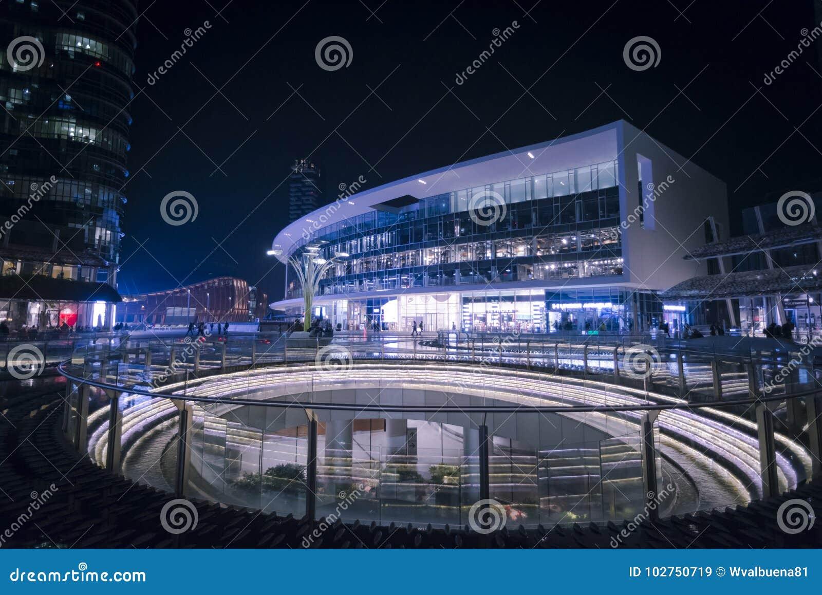 Scena della piazza Gael Aulenti - di Milan Night
