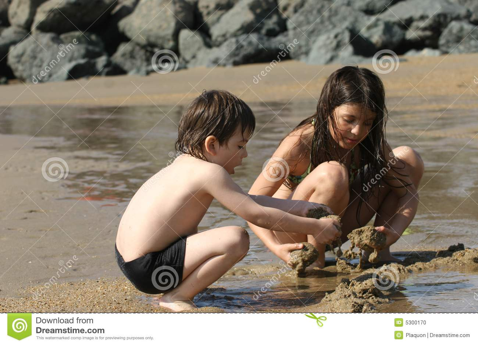 Download Scena della spiaggia fotografia stock. Immagine di mangi - 5300170
