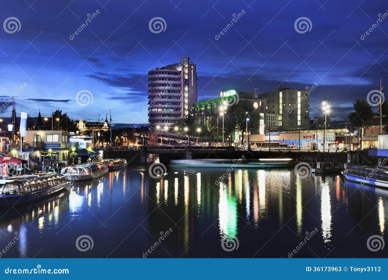 Scena di notte al centro di amsterdam fotografia stock for Centro di amsterdam
