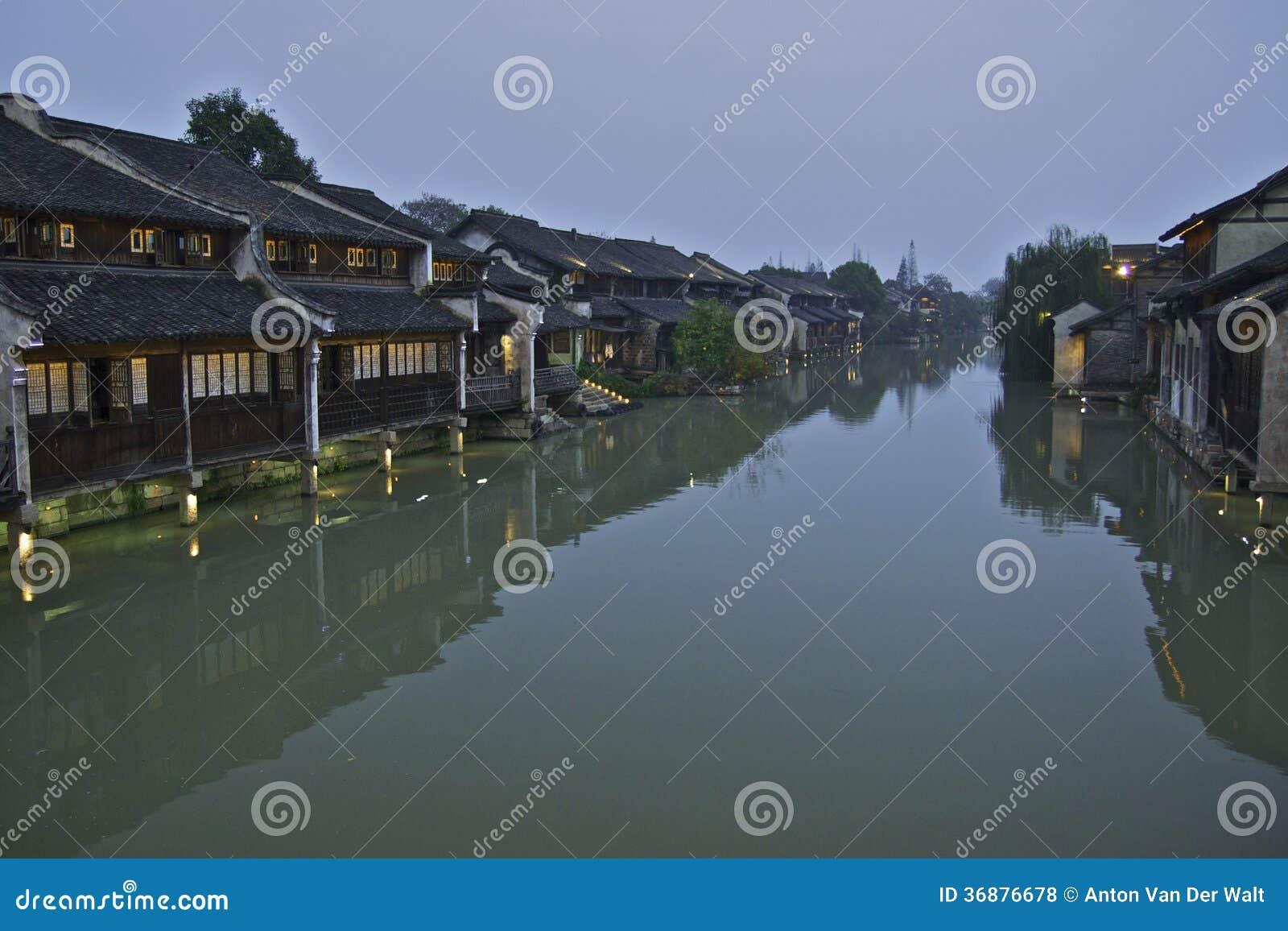 Download Scena Di Notte Alla Città Dell'acqua Di Wuzhen Fotografia Stock - Immagine di trasporto, people: 36876678