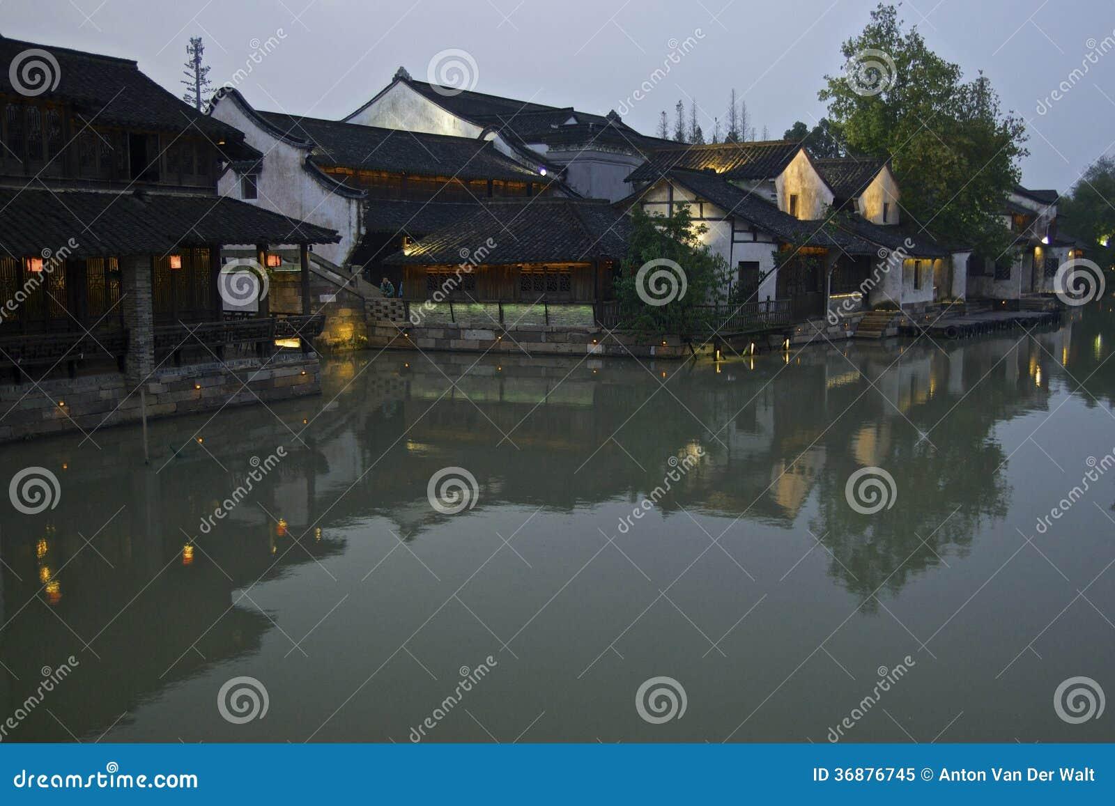 Download Scena Di Notte Alla Città Dell'acqua Di Wuzhen Immagine Stock - Immagine di nautical, vaso: 36876745