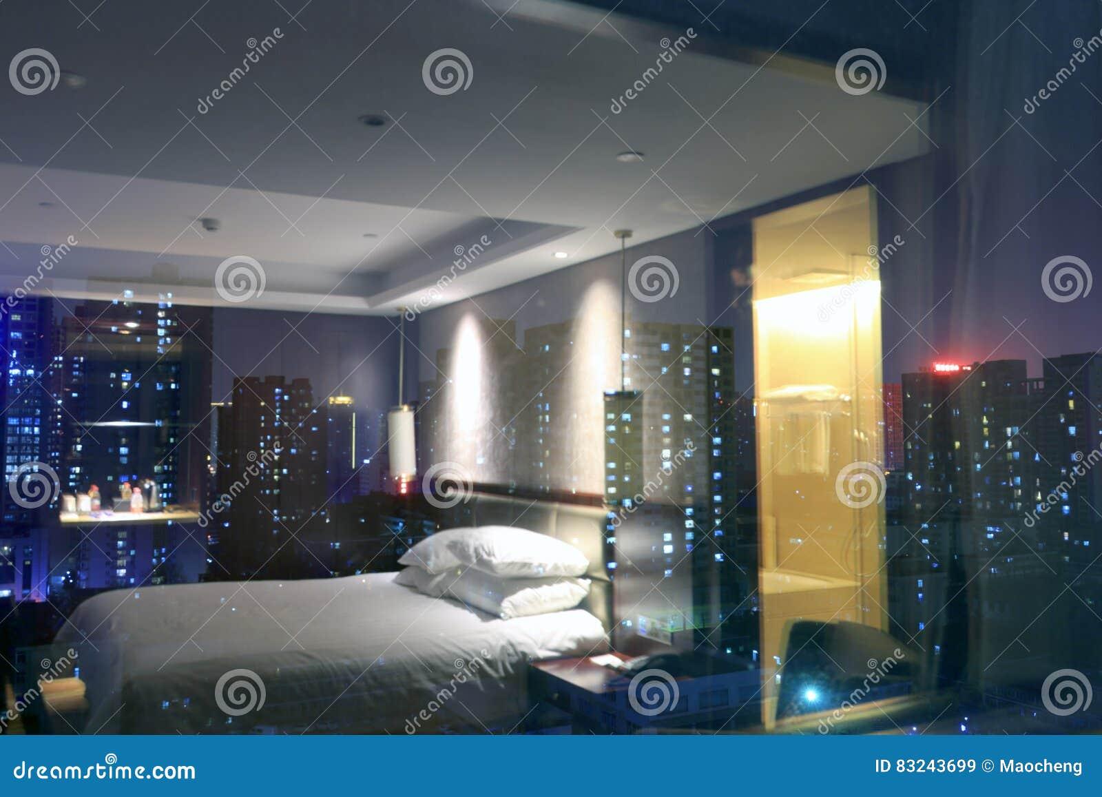 Scena di notte fuori della finestra della camera da letto - La finestra della camera da letto ...