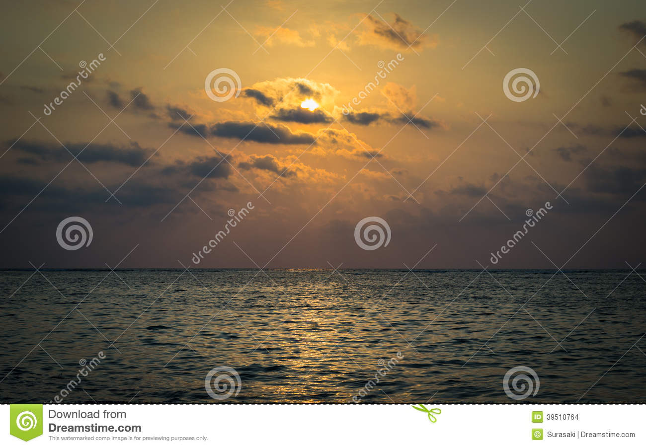 Scenery of the sea under sunbeam