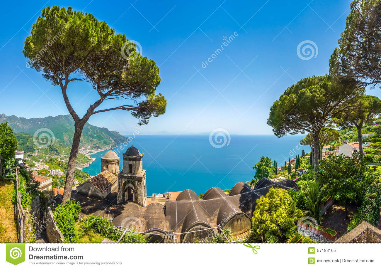 Scenic picture postcard view of famous amalfi coast with for Les plus belles villa