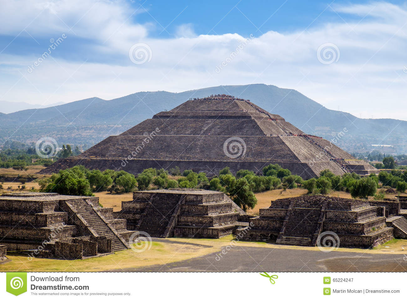 Scenic View Of Pyramid Of The Sun In Teotihuacan Stock ...