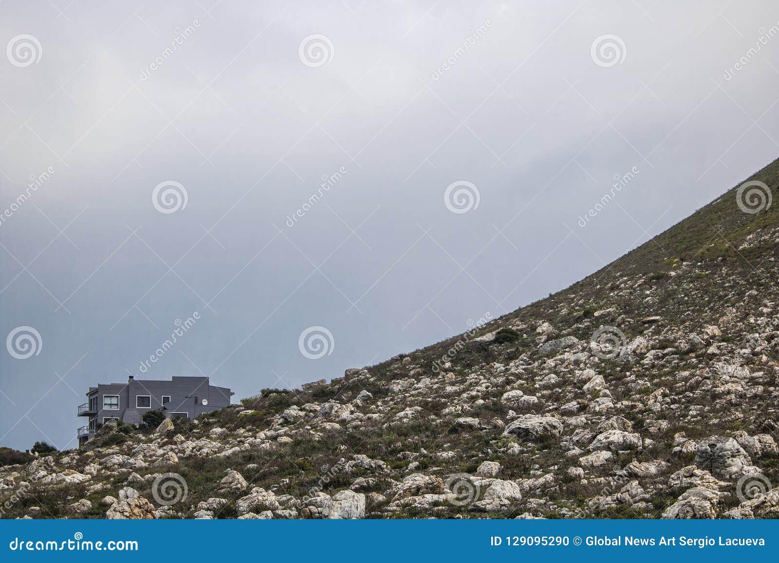 Sceniczna Clarence przejażdżki góra i dom między Gordon ` s zatoką i Rooiels w Zachodnim przylądku, Południowa Afryka
