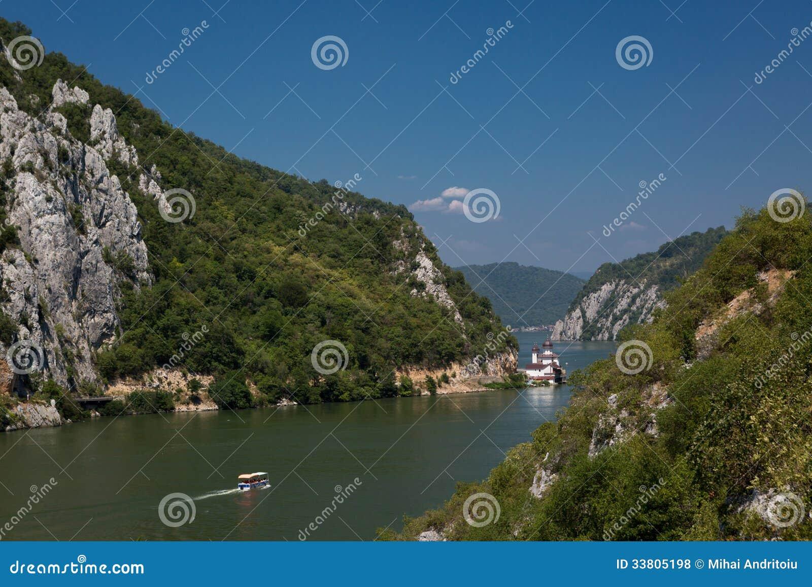 Sceniczny krajobraz Danube doliny jar
