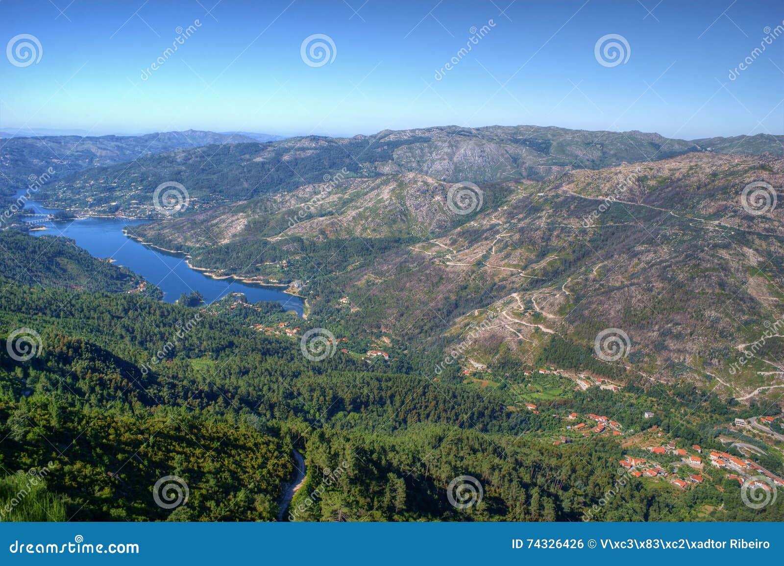 Sceniczny widok park narodowy Peneda Geres