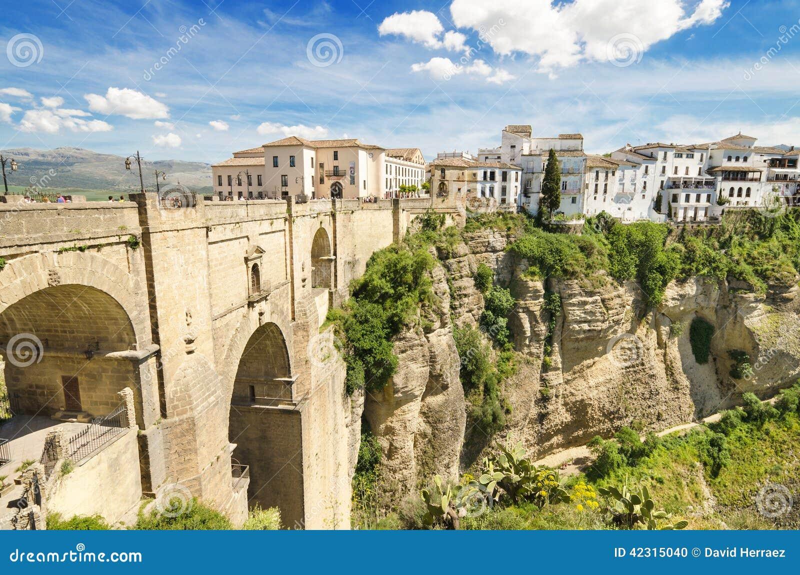 Sceniczny widok Ronda jar w Ronda i most, Malaga, Hiszpania