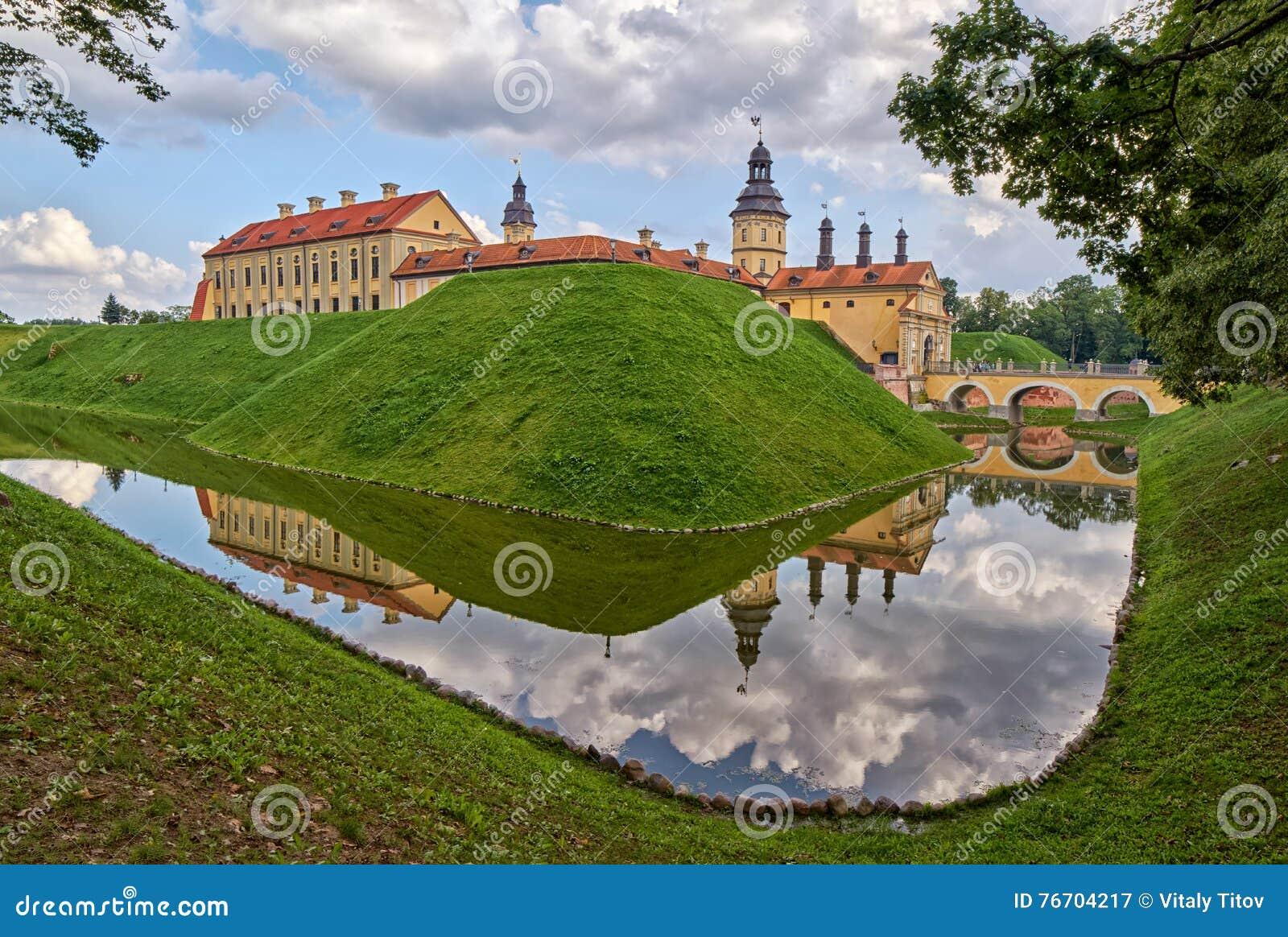 Scenisk Nesvizh slott i Vitryssland