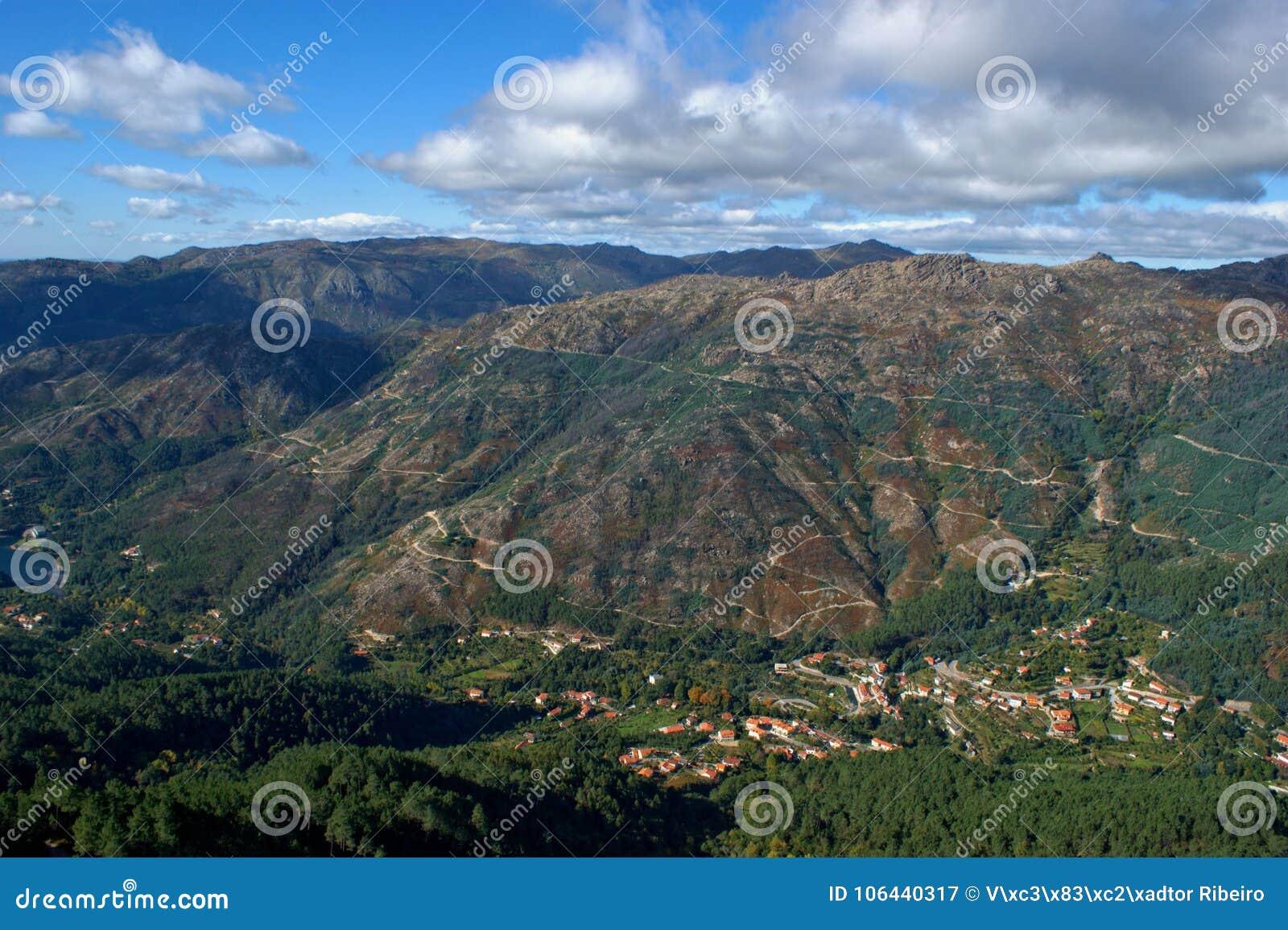 Scenisk sikt av nationalparken av Peneda Geres