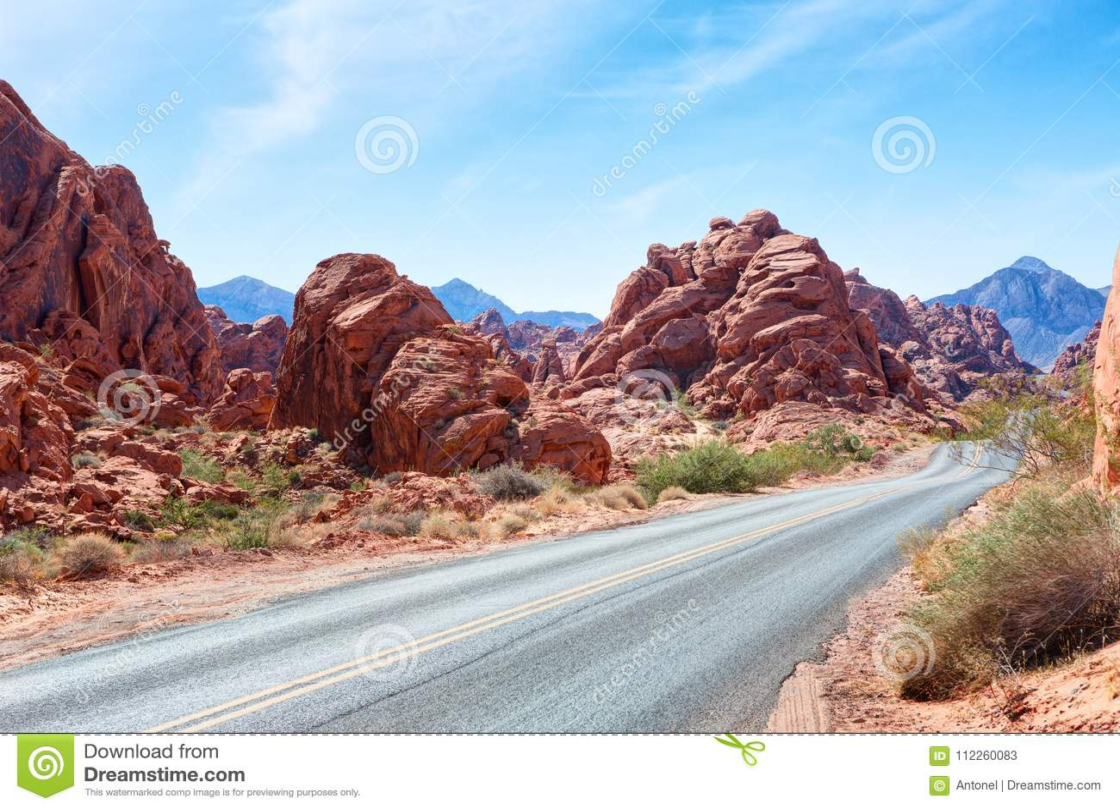 Scenisk väg till och med dalen av branddelstatsparken, Nevada, Förenta staterna