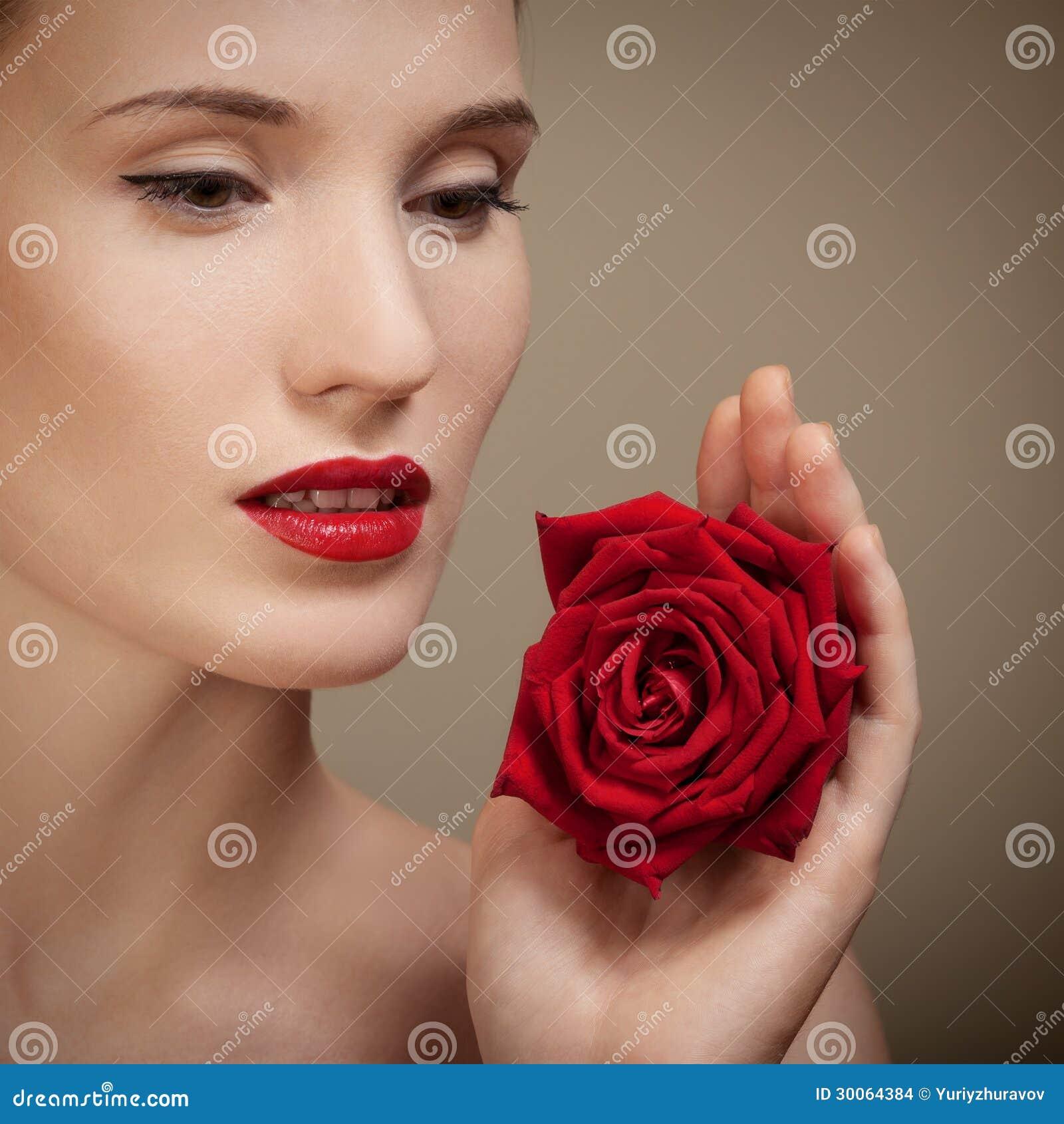 Schöne Frau, die in der Hand <b>rote Rose</b> hält Stockbilder - sch%25C3%25B6ne-junge-frau-die-der-hand-rote-rose-h%25C3%25A4lt-30064384