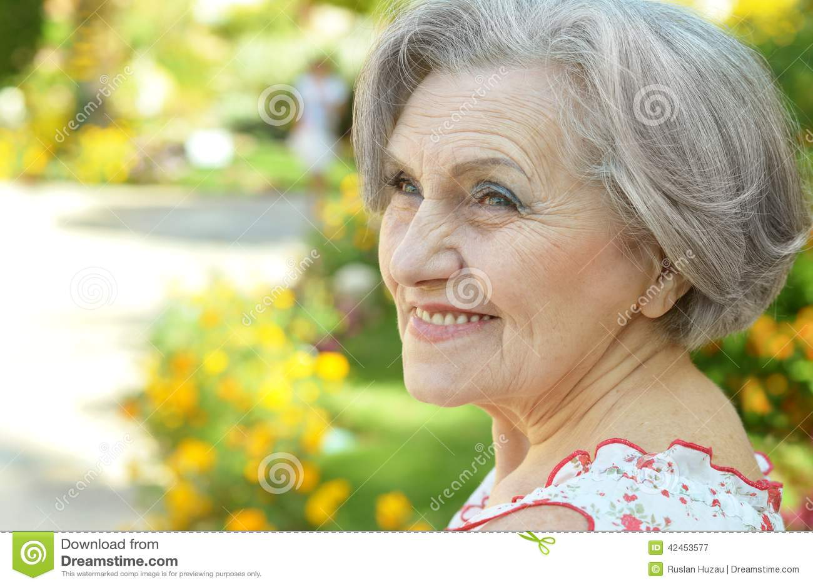 Schöne ältere Frau