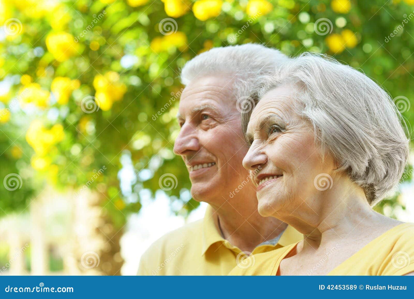 Schöne ältere Paare