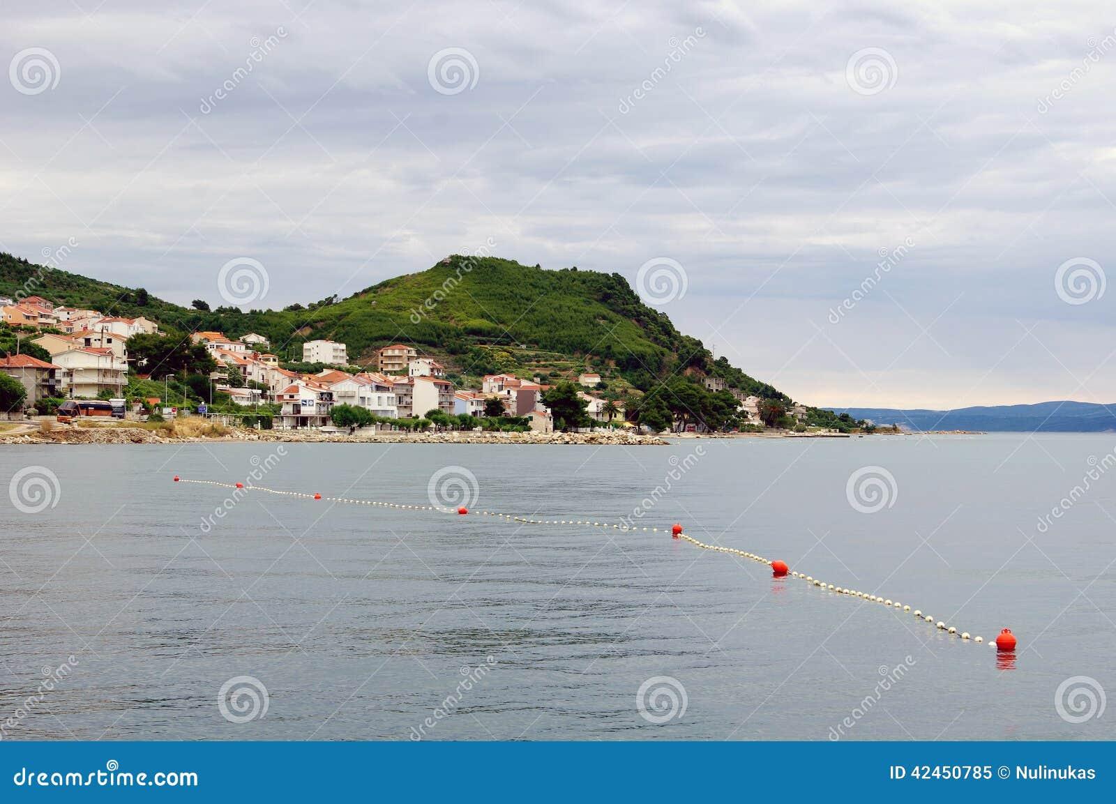 Schöne adriatische Landschaft nahe aufgespaltet