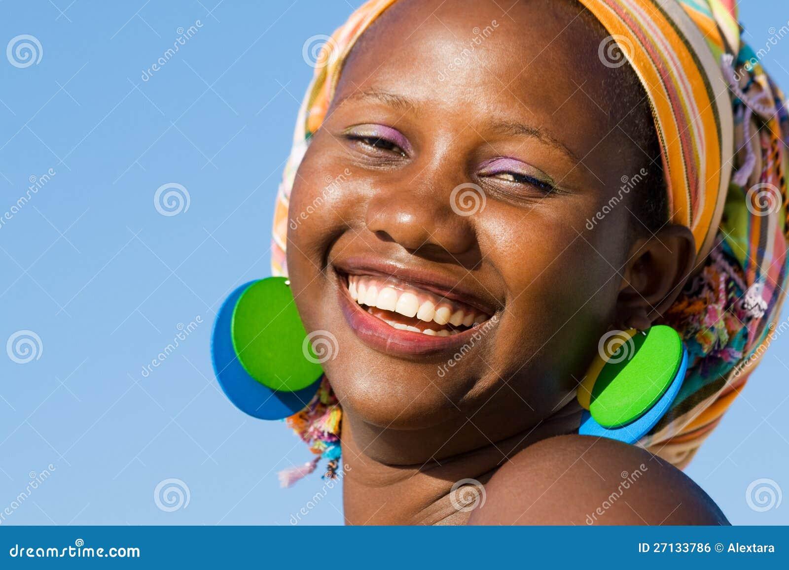 Schöne Afrikanische Frau Mit Schal Stockfoto - Bild von