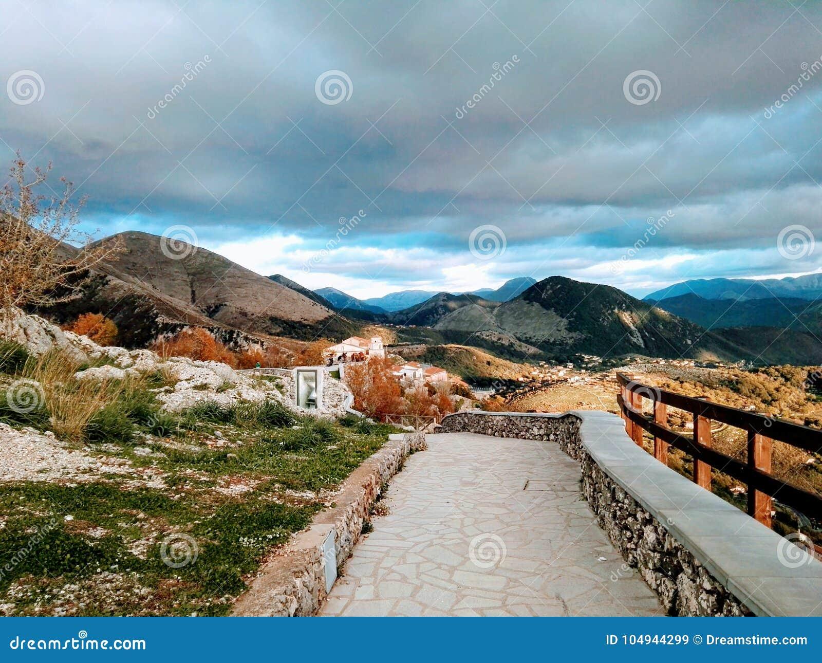 Schöne Ansicht über Italien-Berge