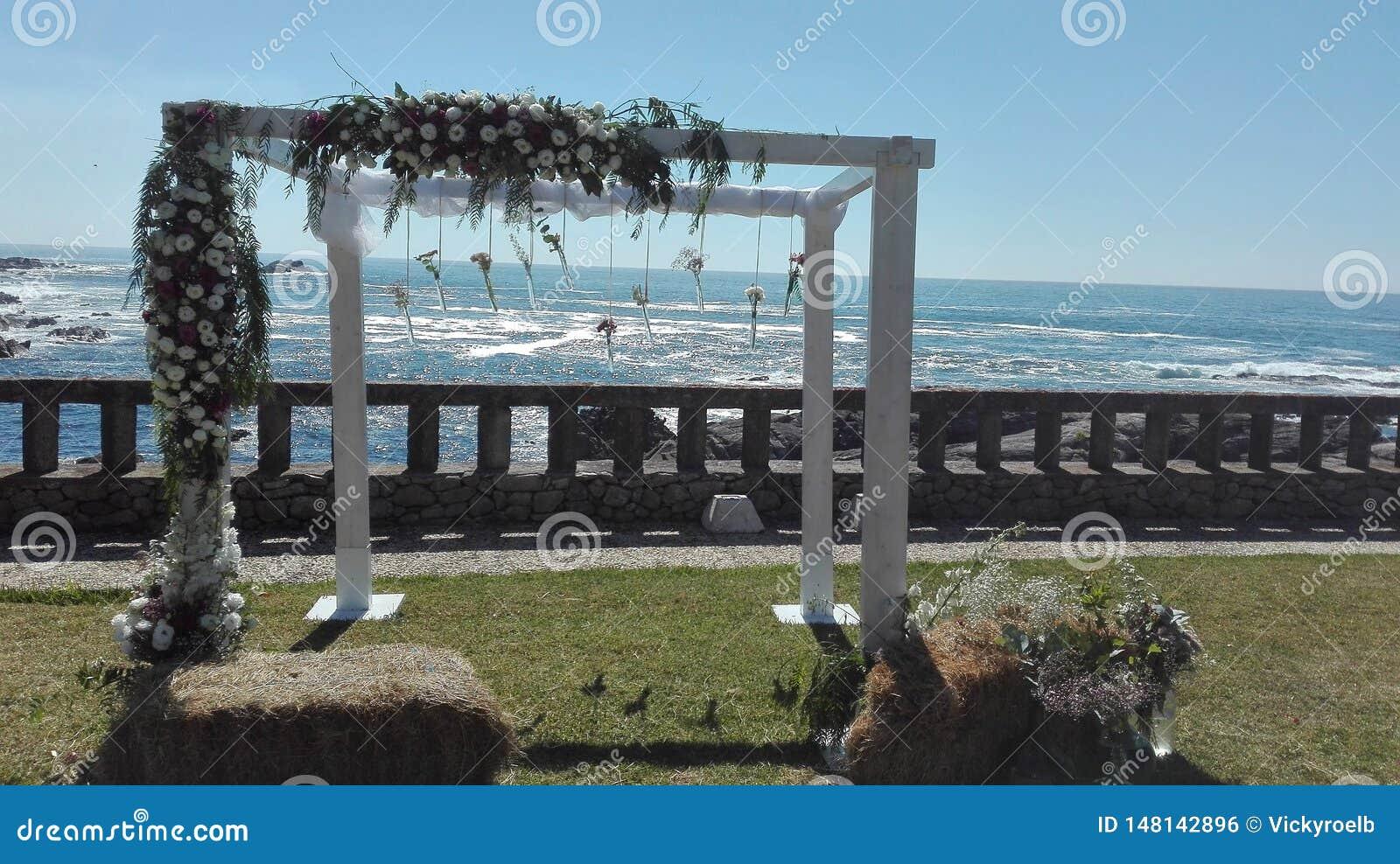 Schöne Ansicht vom Altar einer Hochzeit