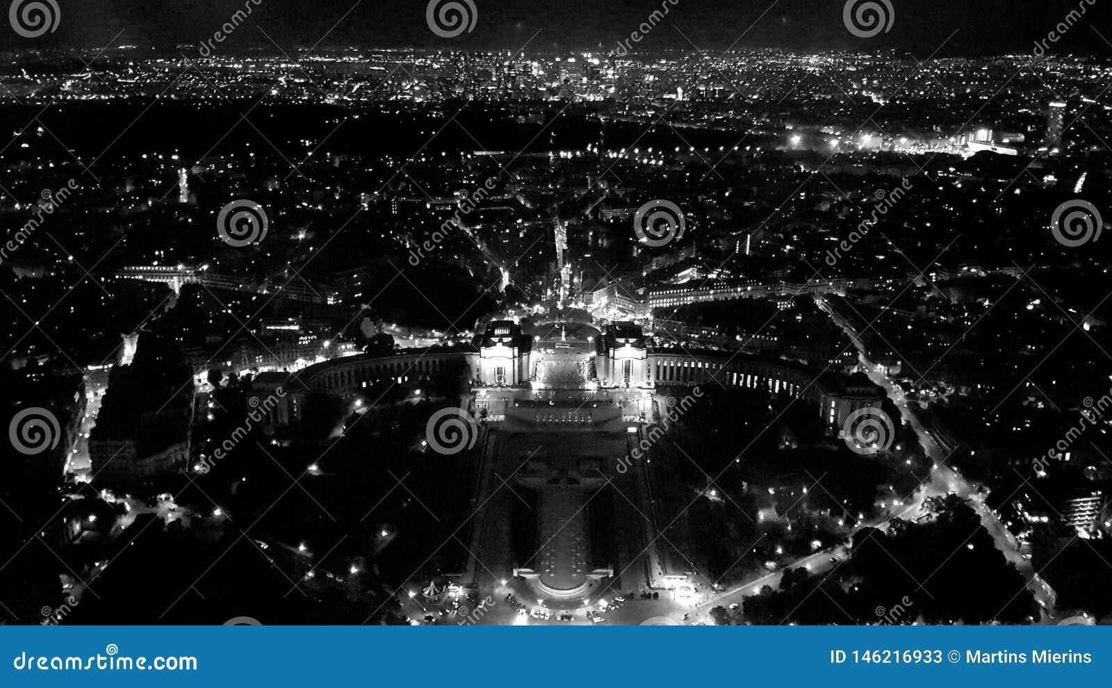 Schöne Ansicht vom Eiffelturm