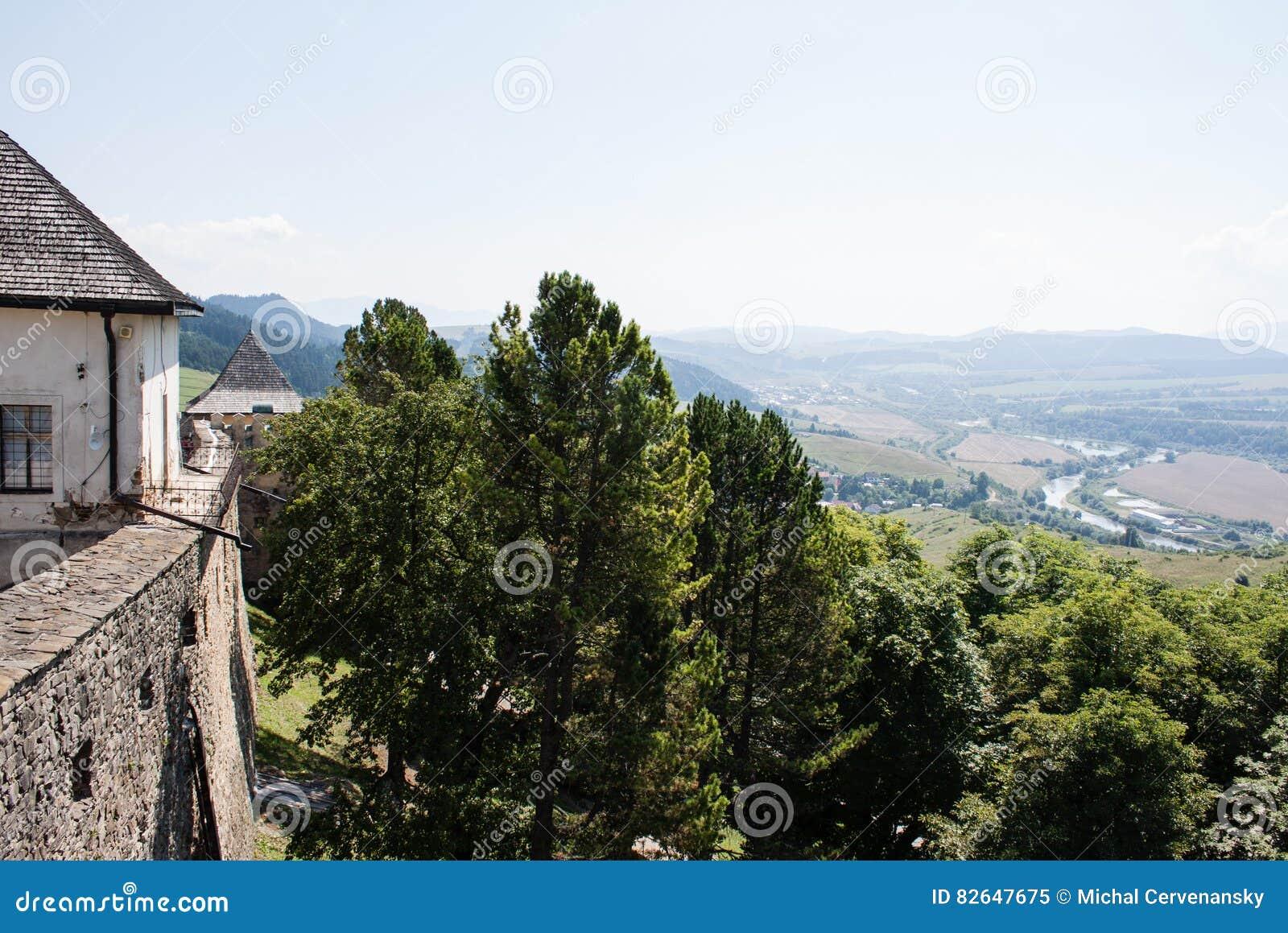 Schöne Ansicht vom Schlossturm des Tales zweitens