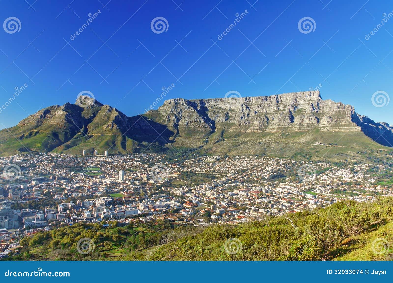 Schöne Ansicht von Cape Town und von Tafelberg
