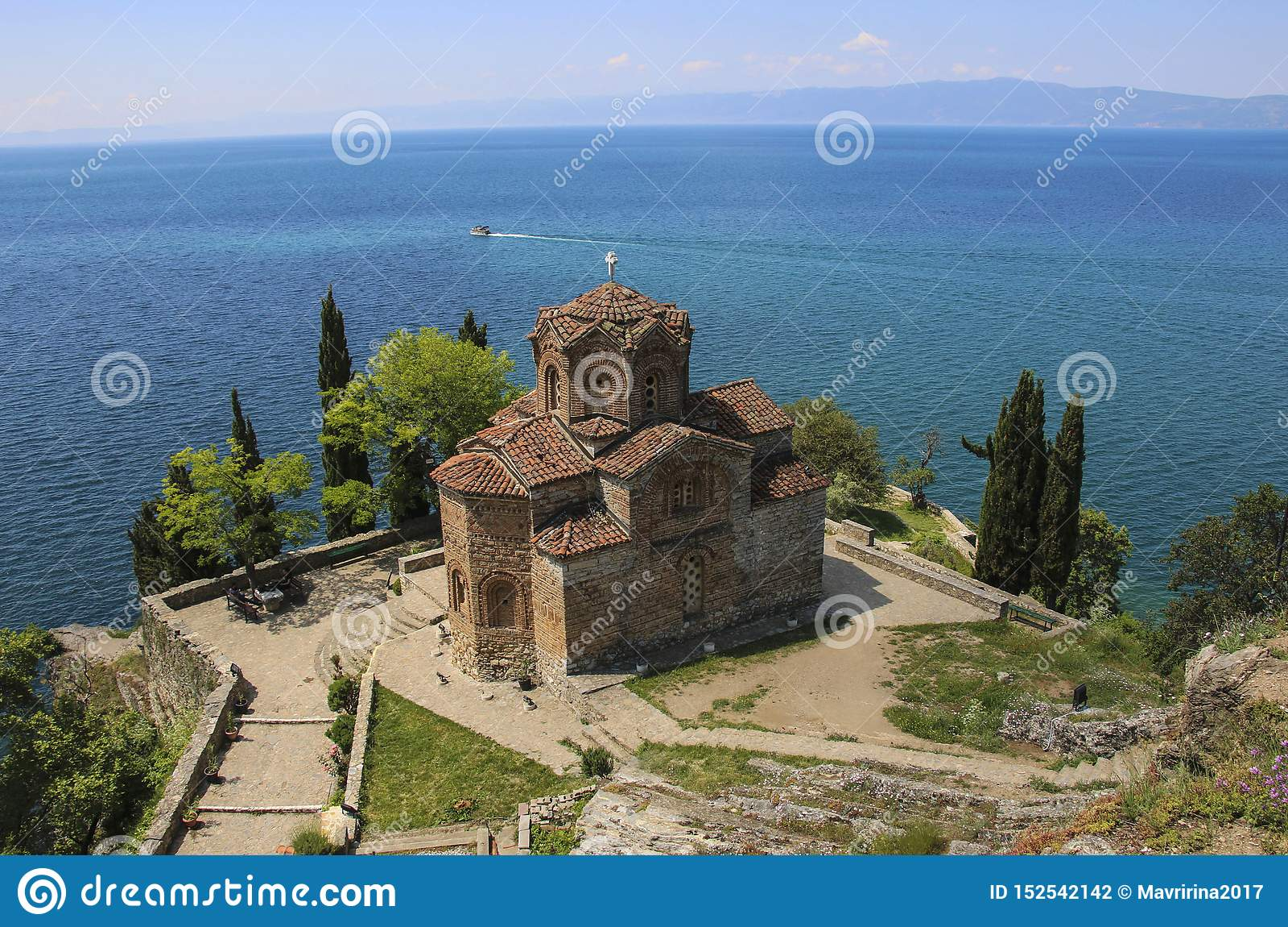 Schöne Ansicht von Saint John bei Kaneo, mazedonische orthodoxe Kirche, Ohrid, Republik von Nord-Mazedonien