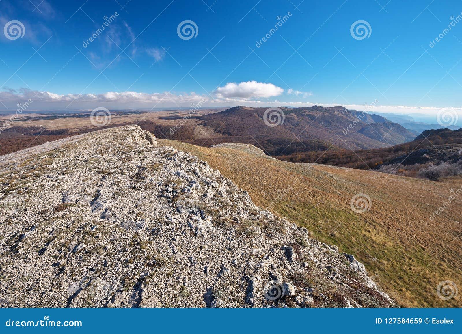 Schöne Berglandschaft, fotografiert im Herbst