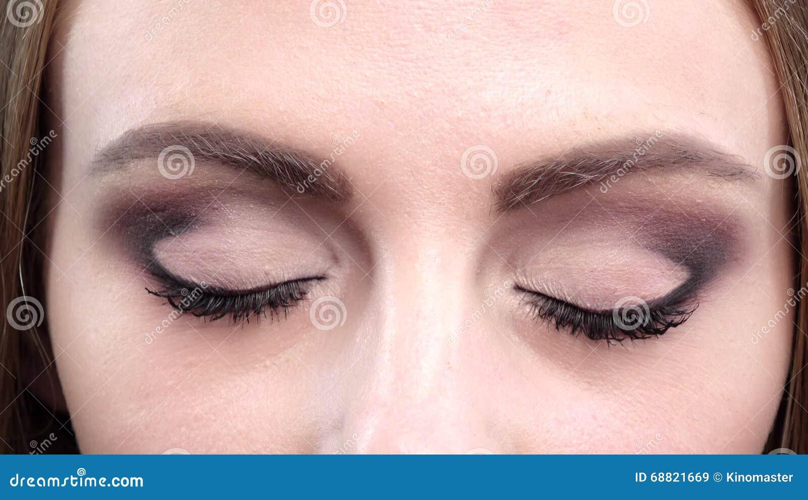 Schöne Blaue Augen Blinzeln Helles Make Up Abschluss Oben Stock