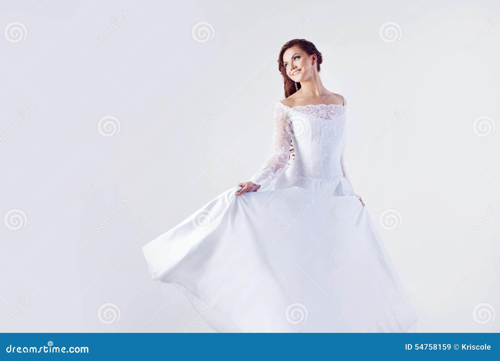 Schone Braut Im Hochzeitskleid Weisser Hintergrund Stockbild Bild
