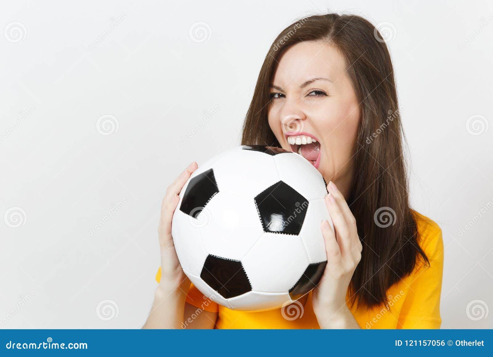 Schöne europäische junge Leute, Fußballfan oder Spieler auf weißem Hintergrund Sport, Spiel, Gesundheit, gesundes Lebensstilkonze