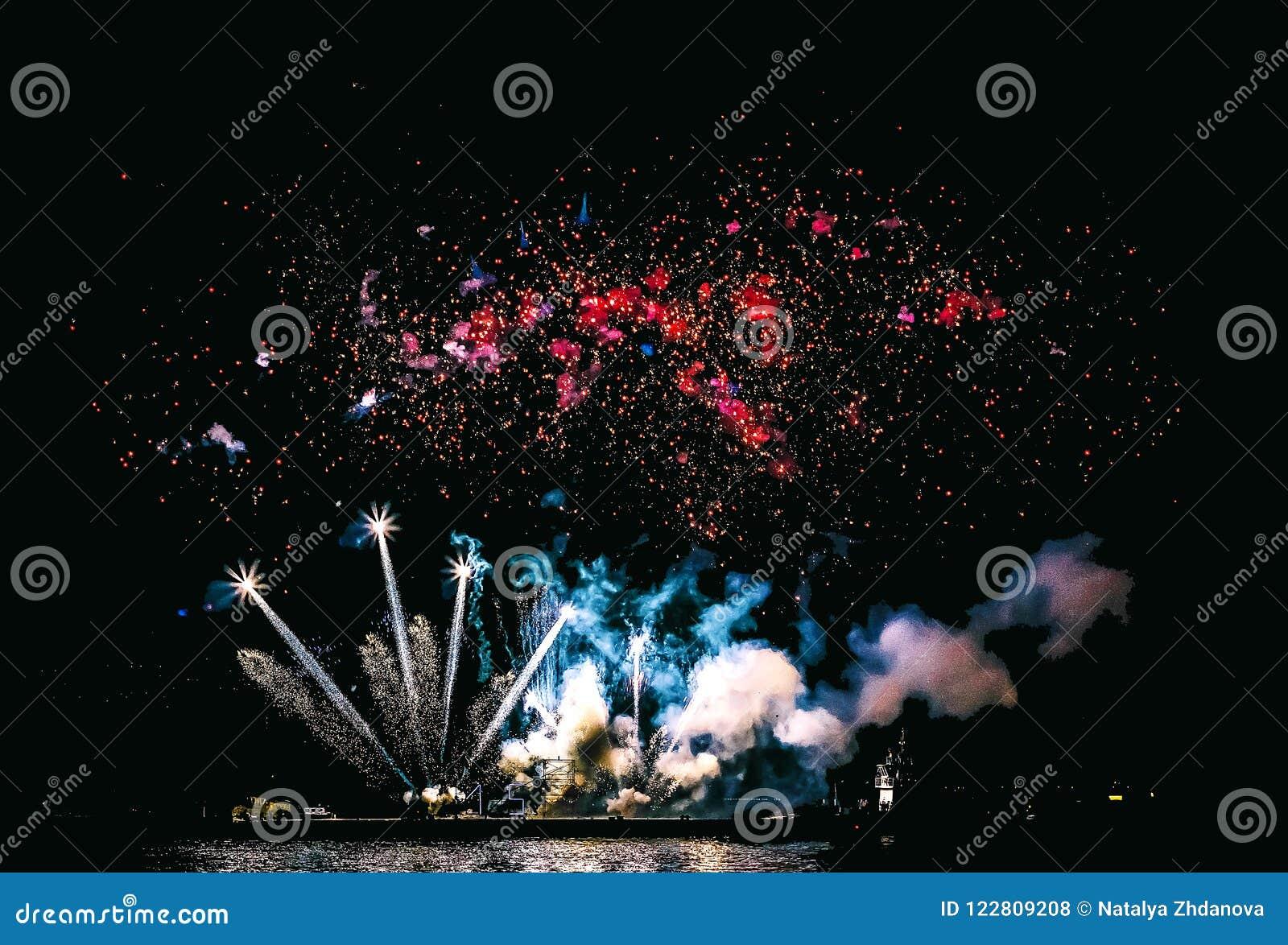 Schöne Feuerwerke nachts