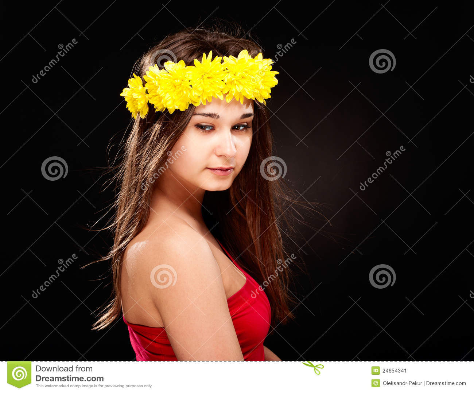 Schöne Frau im Blume Wreath
