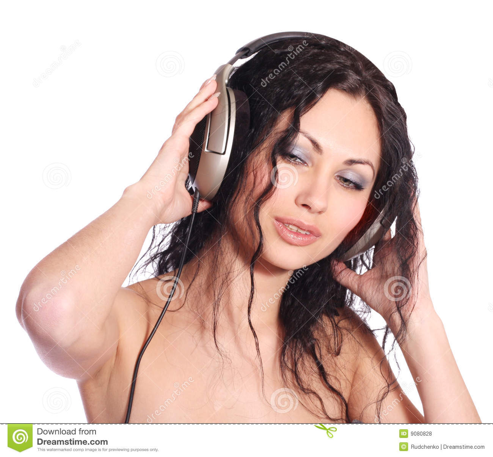 Schöne Frau mit Kopfhörern
