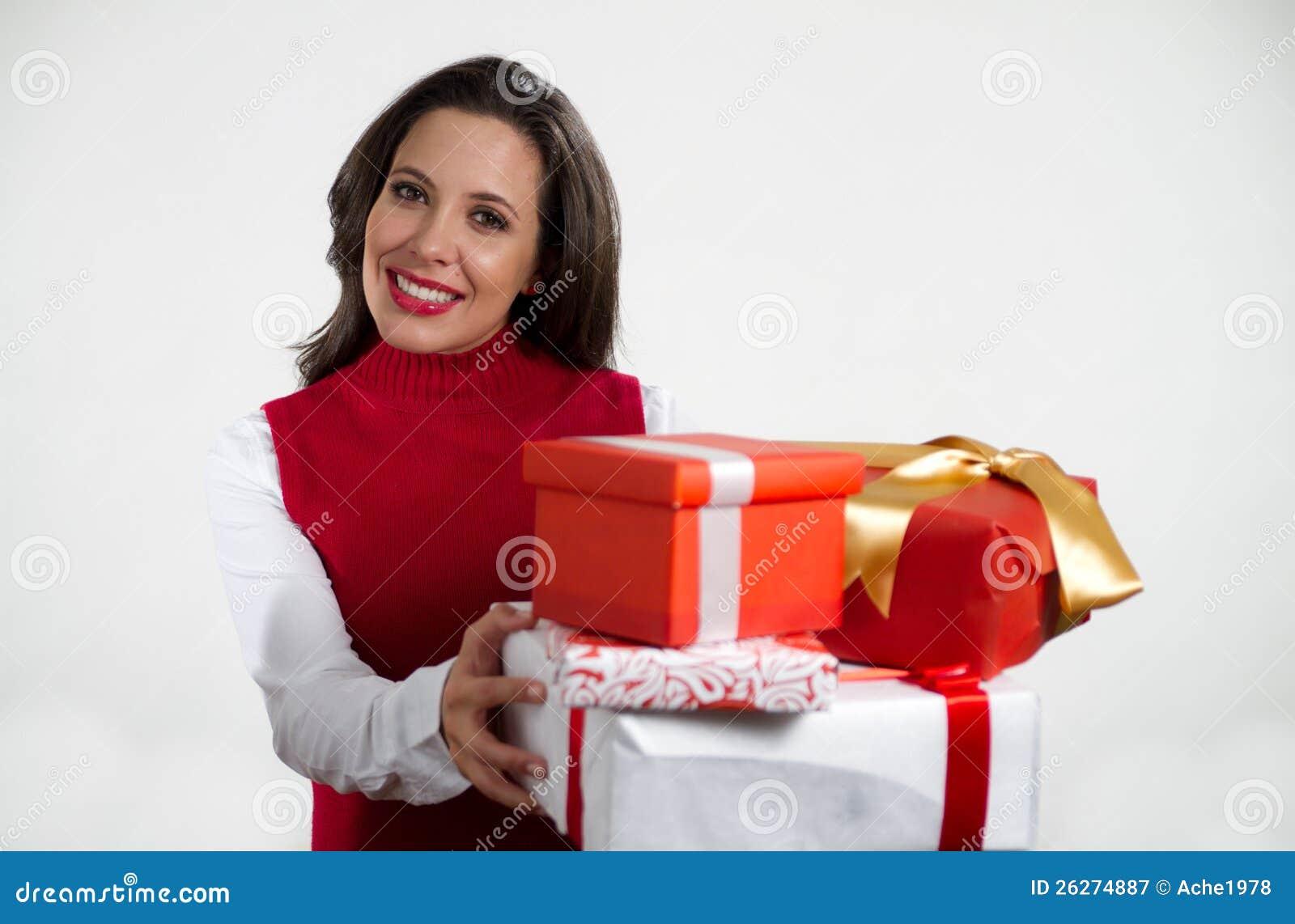Schöne Frauenholding Weihnachtsgeschenke Stockbild - Bild von jung ...