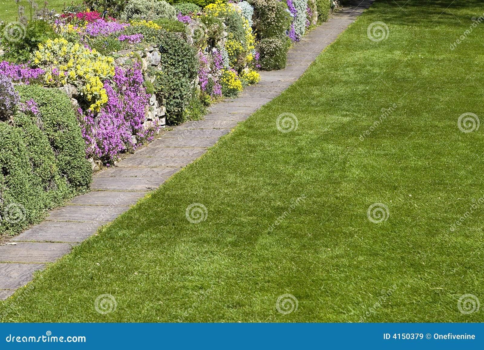 Schöne Garten Rasen Blumen Stockbild Bild Von Zeile Pfad 4150379