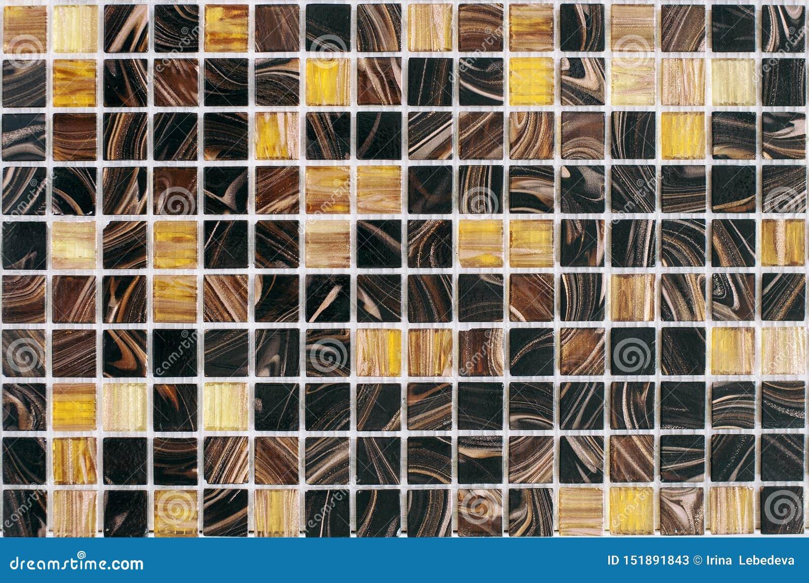 Schöne gestreifte mehrfarbige Fliesen, Mosaik für Badezimmer und Poolerneuerung